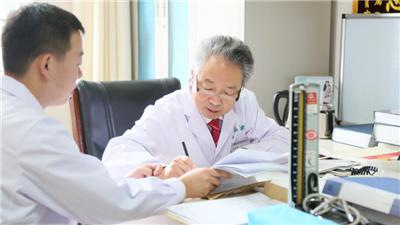 4旬女子十年头痛难解!北京军颐中医医院专家:紧张型头痛不容